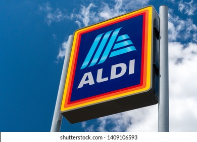 RIVER FALLS, WI/USA - MAY 26, 2019: Aldi grocery store sign.  Aldi is is a global discount supermarket chain based in Germany.