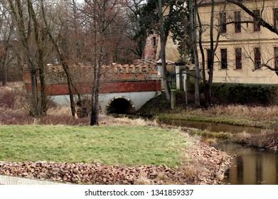 River flows under the Bridge