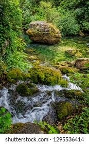 River landscape. River Sorgue with mossy rocks, Fontaine de Vaucluse, Provence, Luberon, Vaucluse, France