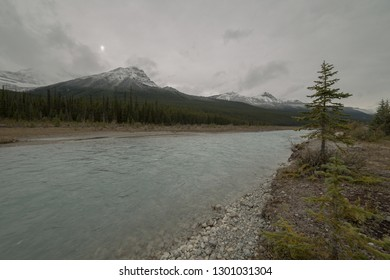 River and mountain view along the Icefields Parkway in Alberta, Canada
