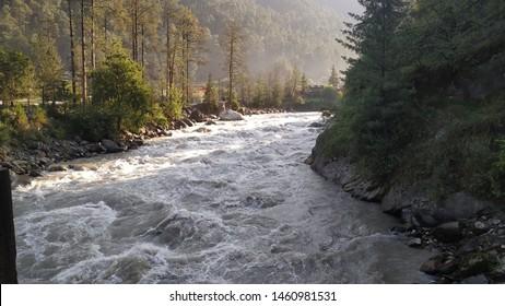 River parbati in in motion in kasol