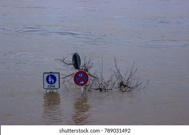 river rhino floods