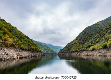 The river Sil acts as a natural border between the provinces of Ourense and Lugo in the Ribeira Sacra, with the riverbanks full of terraces with vineyards.