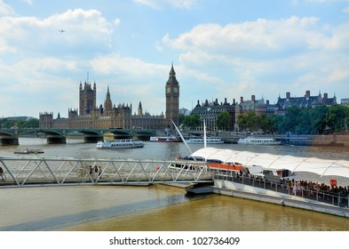 The river Thames and the historic city of London
