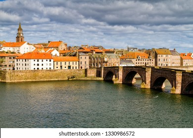 The River Tweed and Berwick Old Bridge, Berwick-upon-Tweed, Northumberland, England, UK. The city lays at the English and Scottish border