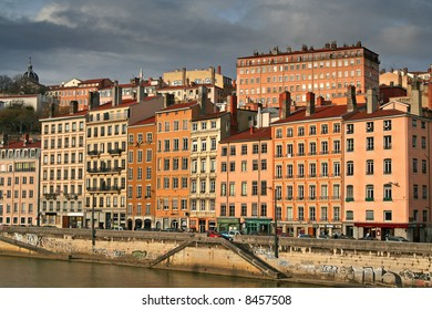 riverside houses in the old Lyon