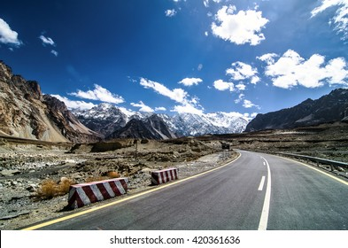 The road along the Karakoram Highway that link China (Xinjiang province) with Pakistan via the Kunjerab pass