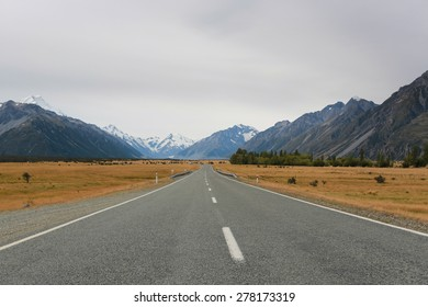 Road to the Aoraki Mount Cook National Park