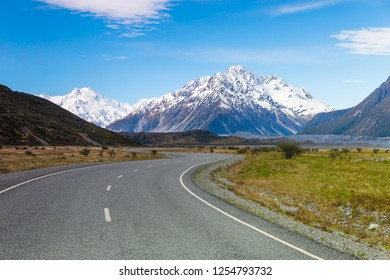 Road to Aoraki Mount Cook in New Zealand