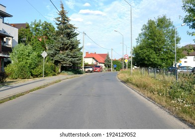 Road with a bend near single-family houses