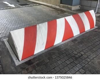 Road blocker vehicle