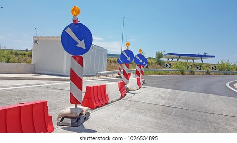 road blue sign work in progress construcion