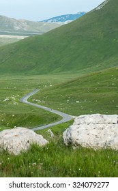 The road of Campo Imperatore