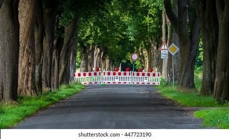 Road closed or roadblock in German language