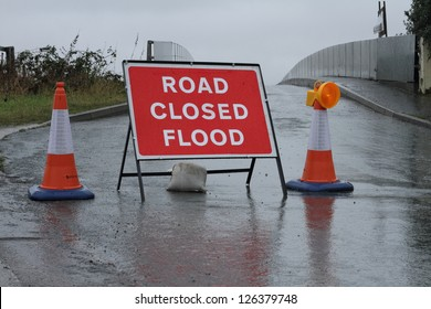 road closed sign flood warning
