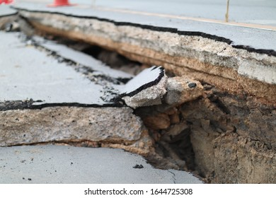The road collapsed with a large crack. From the earthquake International roads collapsed after poor construction.Earthquakes damage highway roads