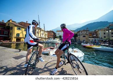 road cycling tour on garda lake - short break at the pier
