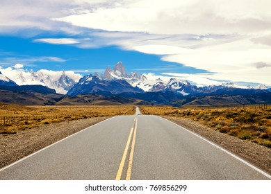 Road to El Chalten. Fitzroy and Cerro Torre. Andes. Argentina.