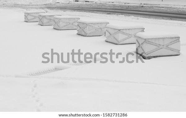 road-fence-form-concrete-cubes-600w-1582