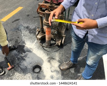 Road floor drilling to test the thickness of asphaltic concrete