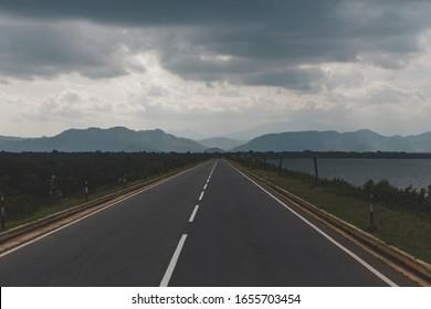The road leading to the mountains. Sri Lanka