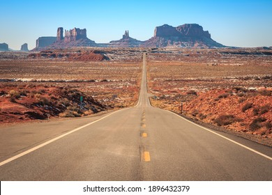 Road to Monument Valley in Navajo Nation, Utah