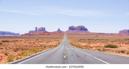The road to Monument Valley in Utah, USA