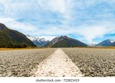 Road and Mount Cook mountains in New Zealand