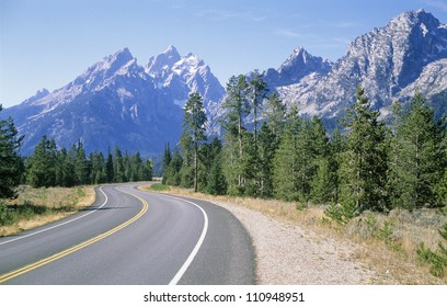 Road in mountain range