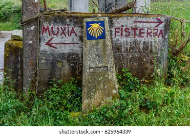 "Road sign ""Fisterra"" and ""Muxia"""