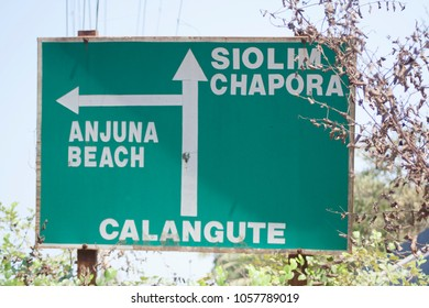 Road sign in North Goa