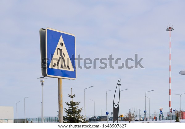 road-sign-pedestrian-crossing-against-60