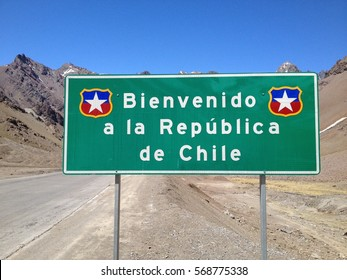 road sign: welcome to Chile