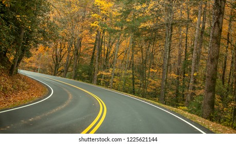Road to smokey mountains in Fall