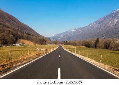 Road straight to horizon
