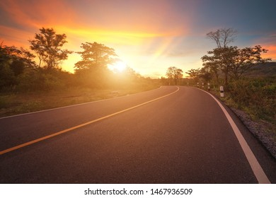 The road that stretches in the valley, evening light, media area The meaning of traveling to the destination, with the light of the sky in the evening