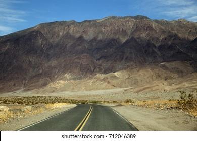 Road through Dead Valley in California (USA)