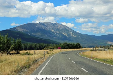 Road in the Wairau Valley - New Zealand
