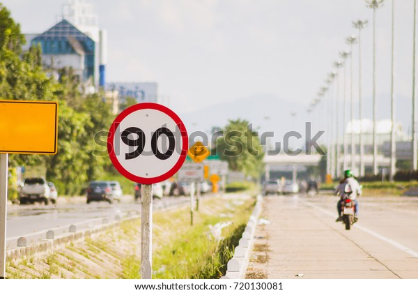 Roadside warning signs limit speed to 90 km / h. To reduce frequent accidents. Speed limit signs installed on the royal road.