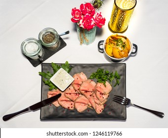 Roast beef in slices with fried potatoes and remoulade
