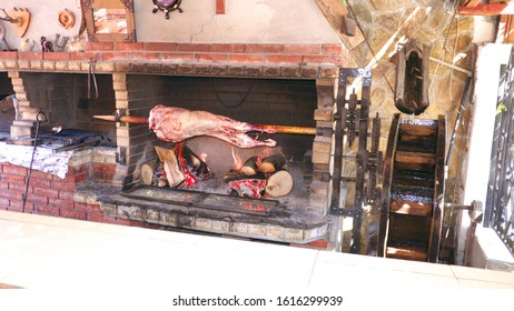 Roast on a spit, over an open fire of lamb.