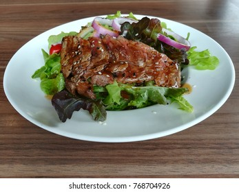 Roasted beef with sesame soy sauce dressing salad.