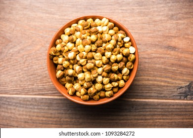 Roasted Chickpea / chana known as futana or Phutana in Hindi served in a bowl or over gunny bag. Selective focus