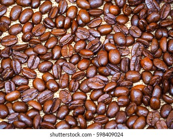 Roasted coffee beans background, coffee beans concept