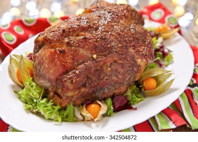 Roasted pork neck with garlic and black pepper