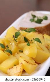 Roasted potatoes with herbs and tuna steak
