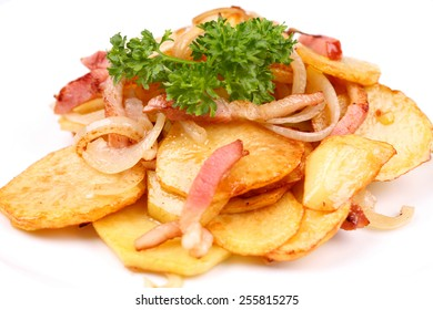 Roasted potatoes with meat, parsley and onion