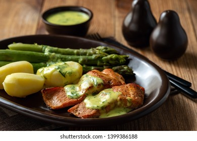 Roasted salmon with boiled potatoes and asparagus in creamy dill sauce.