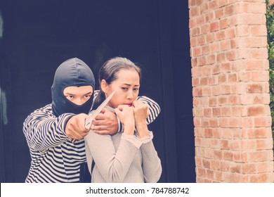 The robbers or thief along with the knife, hold the women hostage, threatening to kill her for their hand bag and smart phone.