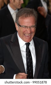 ROBIN WILLIAMS at the 76th Annual Academy Awards in Hollywood. February 29, 2004